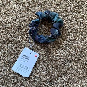 NWT Lululemon Uplifting Scrunchie